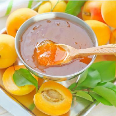 La recette de la confiture aux abricots qui plaira aux petits comme aux grands. Une activité gourmande et drôle à faire en famille pour toutes les occasions. Retrouvez toutes les informations et astuces qui permettront de régaler votre entourage pour leur