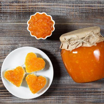 Cette confiture melon est sans alcool, elle est réalisée avec des fruits très mûrs et parfumés. Le goût de la confiture de melon est délicatement souligné par la saveur