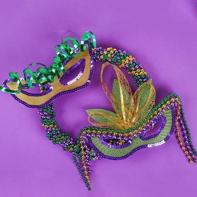 Découvrez comment réaliser cette superbe couronne de Carnaval qui vous permettra de créer de la décoration pour le Carnaval et Mardi gras en famille.