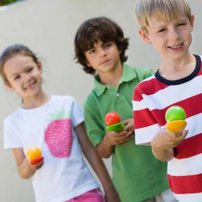La course à la cuillère : La course à la cuillère, une idée simple pour animer les fêtes d'enfants. Il suffit d'une cuillère pour une grande partie de rire !