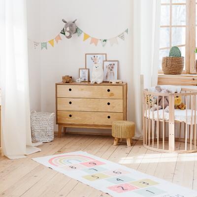 La décoration de la chambre d'un bébé est vraiment essentielle pour son éveil, pensez à votre petit bébé cloué dans son lit la majorité de son temps ! Son u