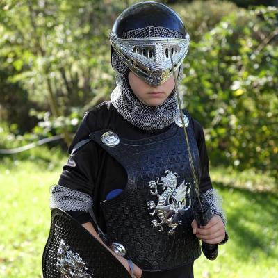 Des idées de bricolages pour préparer un déguisement de soldat. Des bricolages faciles pour préparer un déguisement de soldat ou un accessoire pour compléter un déguisement de soldat. Retrouvez des bricolages de chapeaux et autres accessoires pour