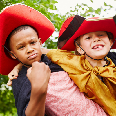 Déguisements pour le carnaval et les fêtes d'enfants : masques, chapeaux, couronne, maquillage ... Tête à modeler vous propose plus de 100 activités pour déguiser facilement et à moindre coût votre enfant. Que serait la vie des enfants sans le déguisement
