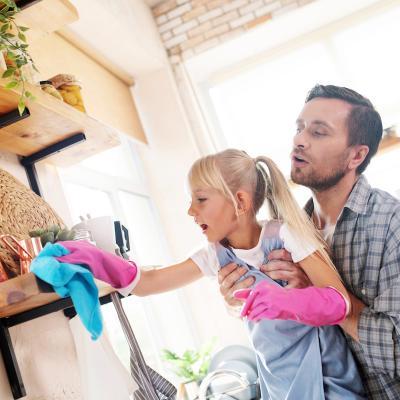 Les objets qui nous entourent peuvent être contaminés par des virus ou des microbes, pensez donc à les désinfecter régulièrement avec une lingette désinfectante ou un tissu absorb