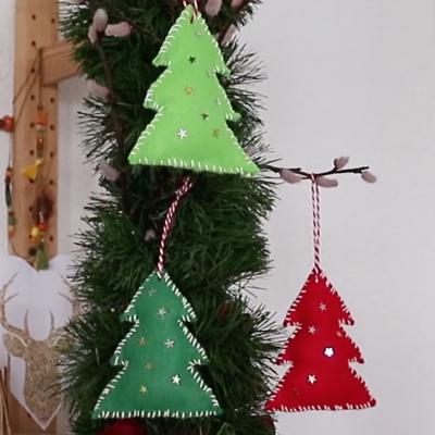 tuto pour bricoler avec les enfants des sapins en feutrine pour Noël