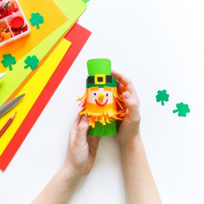 Retrouvez un nouveau DIY pour apprendre à fabriquer un leprechaun en rouleau de papier toilette