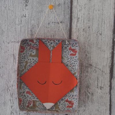Un tableau récup décoré d'un renard en origami