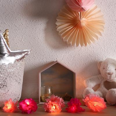 Fabriquer une fleur pour en faire un photophore fleur est un bricolage facile à faire et pas cher, une bouteille plastique et une bougie chauffe-plat suffisent à sa réalisation. Ce photophore est un objet de décoration de la maison , il fera un joli cadea