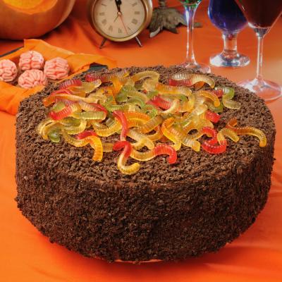 Découvrez comment réaliser ce gâteau d'Halloween façon forêt noire qui sera parfait pour un goûter ou un repas d'Halloween. C'est un gâteau simple à réaliser qui rendra du meilleur effet.