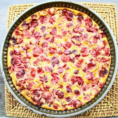 Gratin de fruits rouges : groseilles, cassis, framboises, mûres et mirtilles réalisé avec des fruits surgelés. Un dessert tout simple à faire en toute saison. Il ne demande que 10 mn de prép