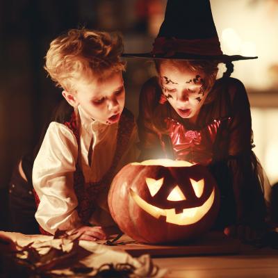 Halloween - mot du glossaire Tête à modeler. Définition et activités associées au mot Halloween.