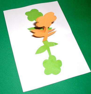 Réaliser une carte animée fleur avec du bristol et du papierde couleur