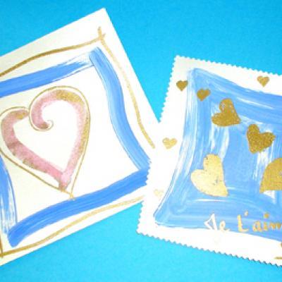 Réaliser une carte décorée de coeurs or et bleus