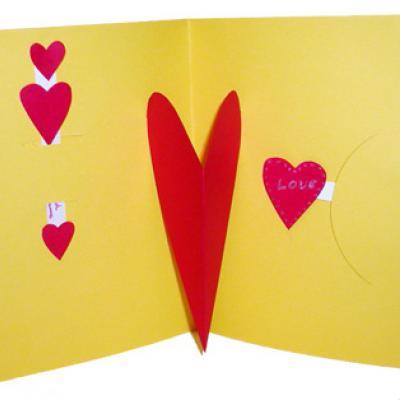 Carte Dont Les Coeurs Sont Animees Par Des Languettes Tete A Modeler