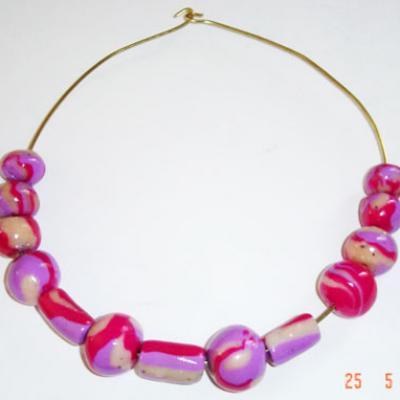 Collier de perles roses et mauve