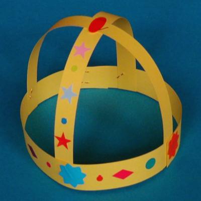 couronne de roi médiéval pour les déguisements d'enfants