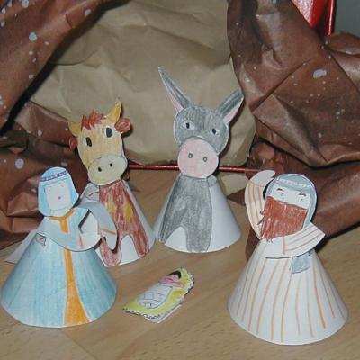 Petite Crèche de Noël en papier à placer devant le sapin