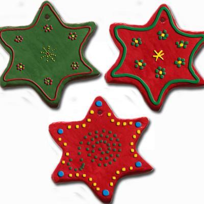 Réalisationde la décoration étoile-tableau en argileDécorations en argile peintes