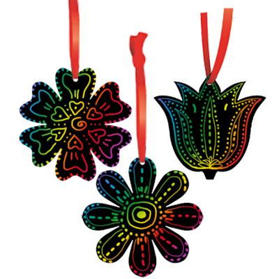 Décorations fleurs en carte à gratter noire