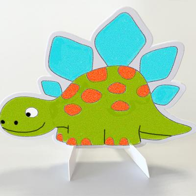 Dinosaures décorés avec du sable coloré