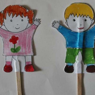 Marionettes enfants sur bâtonnet