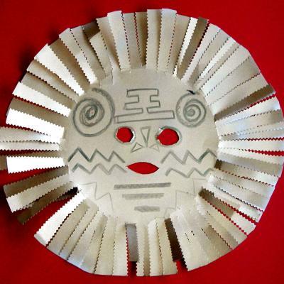 Masque africain réalisé avec une assiette en carton