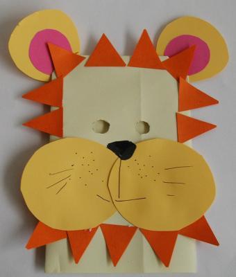 Masque de lion géant en papier