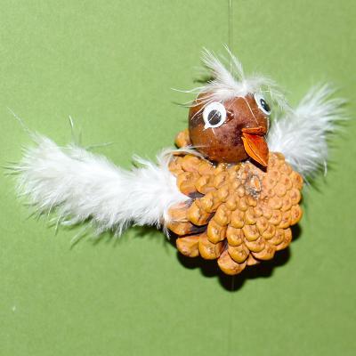 Petit oiseau pomme de pin