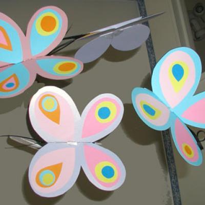 Fabriquer un mobile de Papillons pour chambre de bébé