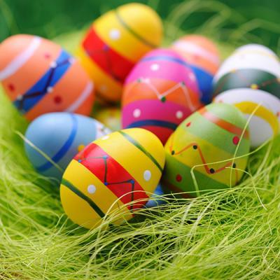 La fête de Pâques ne tombe pas à date fixe comme la fête de Noël. Non la date de Pâques doit être calculée chaque année en fonction du jour de la pleine lune et de l'équinoxe de printemps le 21 mars. Que l'on soit chrétien ou non la date de Pâ