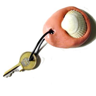 Fiche d'explication pour réaliser un porte clé en terre décoré d'un coquillage
