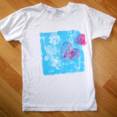 Peindre un tee shirt avec des feuilles