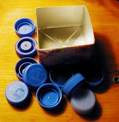 Boîte à calcul réalisée avec des bouchons pour apprendre à compter