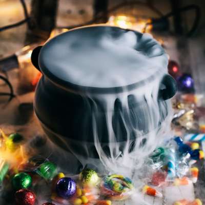 Jeu de la marmite visqueuse est un jeu d'halloween pour faire frémir les enfants et s'amuser à Halloween.