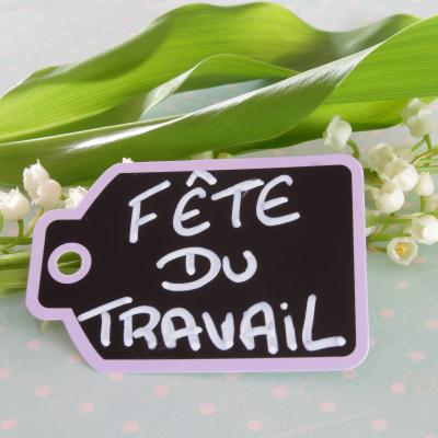 """Comment souhaiter un """"Joyeux 1er mai"""" ? Retrouvez nos idées de petits mots à écrire sur vos cartes pour souhaiter bonne chance à vos proches."""