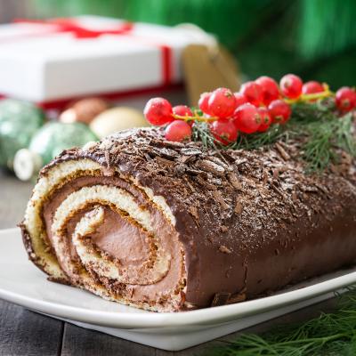 La tradition de la bûche de Noël, était très répandue en Europe avant l'arrivée de l'électricité. La sélection et la préparation de la bûc