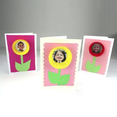 activité de bricolage enfants pour réaliser une carte fleur cupcake