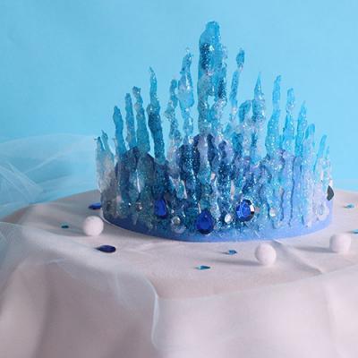Une couronne inspirée du dessin animé La reine des neiges à fabriquer avec les enfants