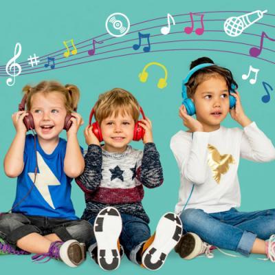 La fête de la musique n'est pas réservée aux adultes et aux ados, les jeunes enfants peuvent aussi y participer en famille ou avec leurs parents.  Certes les concerts proposés le jour de la fête de la musique ne correspondent pas exactement aux goût