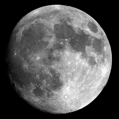 La Lune est l'astre le plus proche de la terre et le plus brillant après le soleil. La Lune ne produit pas de lumière, elle ne fait que refléter la lumière du soleil. C'est pour cette raison qu'elle dispara&