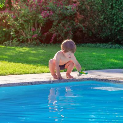 La noyade est le risque de l'été que ce soit au bord d'une piscine, d'un fleuve ou au bord de la mer. Où que vous partiez en vacances, redoublez de prudence dès qu'il y a un plan d'eau. Le risque est réel tant pour vos enfants que pour les adultes. A titr