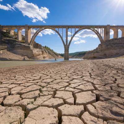 L'enjeu de l'eau pour les années à venir est simple: la ressource en eau consommable est limitée alors que la population mondiale et les besoins en eau ne cessent d'augmenter. De fai