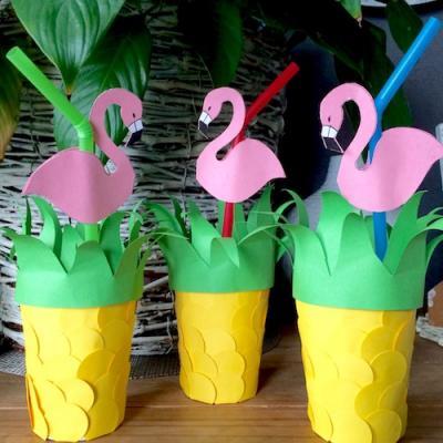 Activité manuelle pour décorer des gobelets en ananas