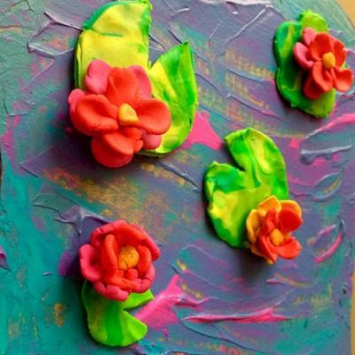 Retrouvez la peinture de Claude Monet : Les Nymphéas dans cette jolie activité manuelle.  Ils pourront réaliser un véritable tableau d'art à partir de pâte FIMO. Une occasion de faire découvrir l'art de Monet aux enfants en s'inspirant de sa peinture : Le