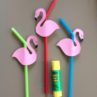 Activité pour décorer des pailles avec des flamants roses