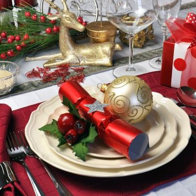 Le repas du nouvel an est souvent l'occasion de donner des étrennes aux enfants, pour certains, cette tradition vient de la Rome antique où on s'échangeait des pièces et des médailles à l'o