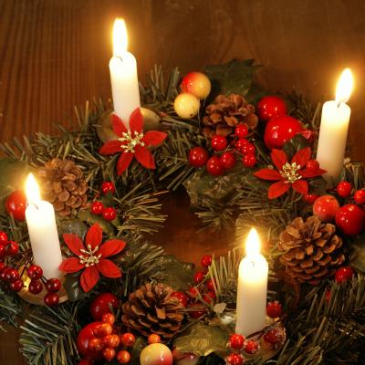Un petit rappel de l'histoire, des traditions et des symboles de Noël. A quoi correspond l'Avent, pourquoi ce nom l'Avent. Quelles sont les origines des couronnes de l'Avent ? Quelles sont les origines et l'histoire du calendrier de l'Avent ....