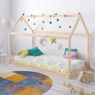 Choisir un lit montessori c'est faire le choix d'un lit au sol qui favorise la liberté de mouvement et l'autonomie des enfants. Mais comment choisir ? On vous dit tout sur le lit montessori.