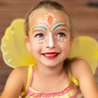 Un maquillage de papillon pour enfant de tout âge. Ce maquillage de papillon est une version simple réalisé tout en transparence. Le maquillage à l'eau est le plus adapté pour sa réalisation