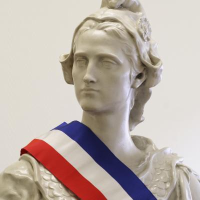 Marianne incarne la rÈpublique franÁaise et reprÈsente les valeurs de la rÈpublique et des citoyens franÁais